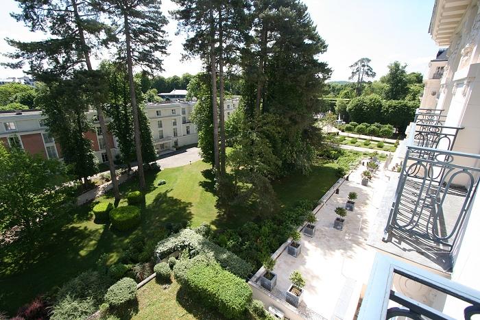 5-stjerners hotell (Slott?). Utsikt fra balkong