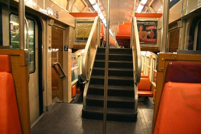 To-etasjes t-bane under Paris